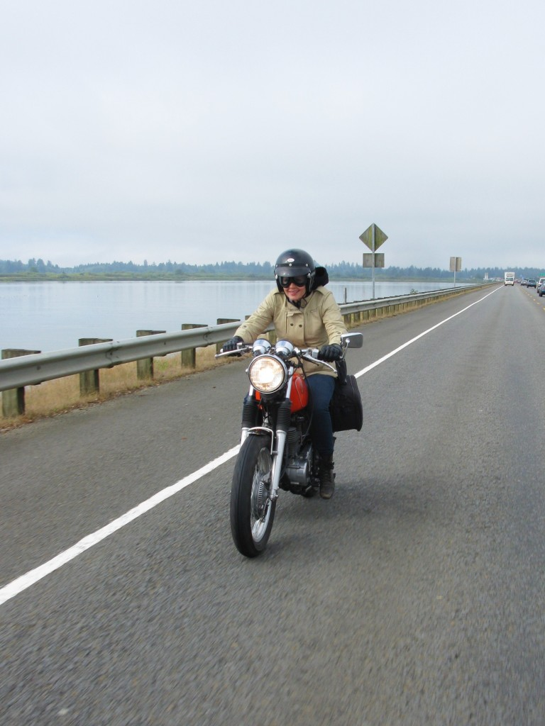 Riding into Oregon on the Yamaha SR400