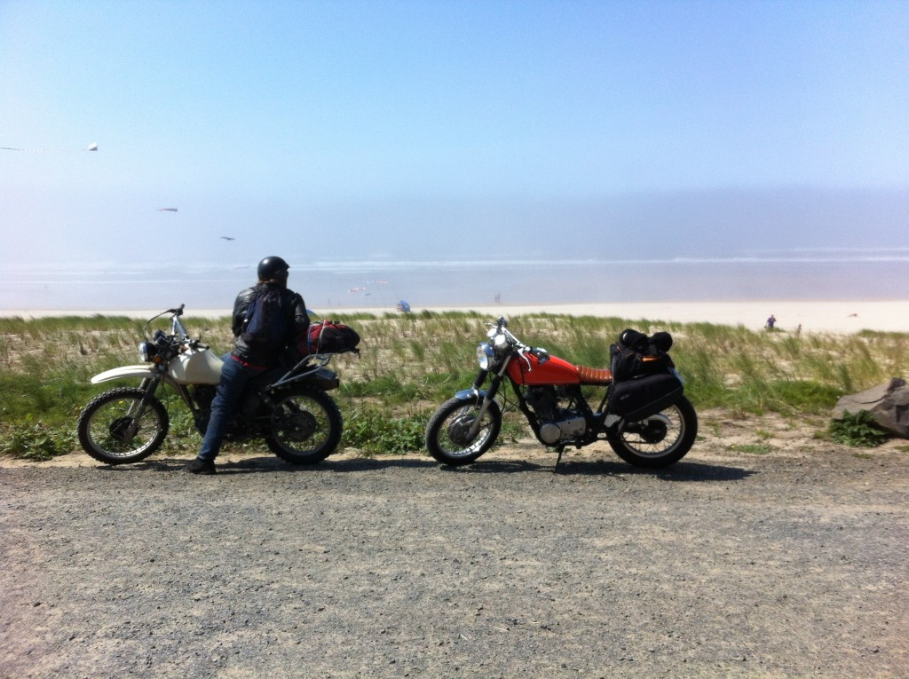 Yamaha XT500 and SR400 on the Oregon Coast road trip